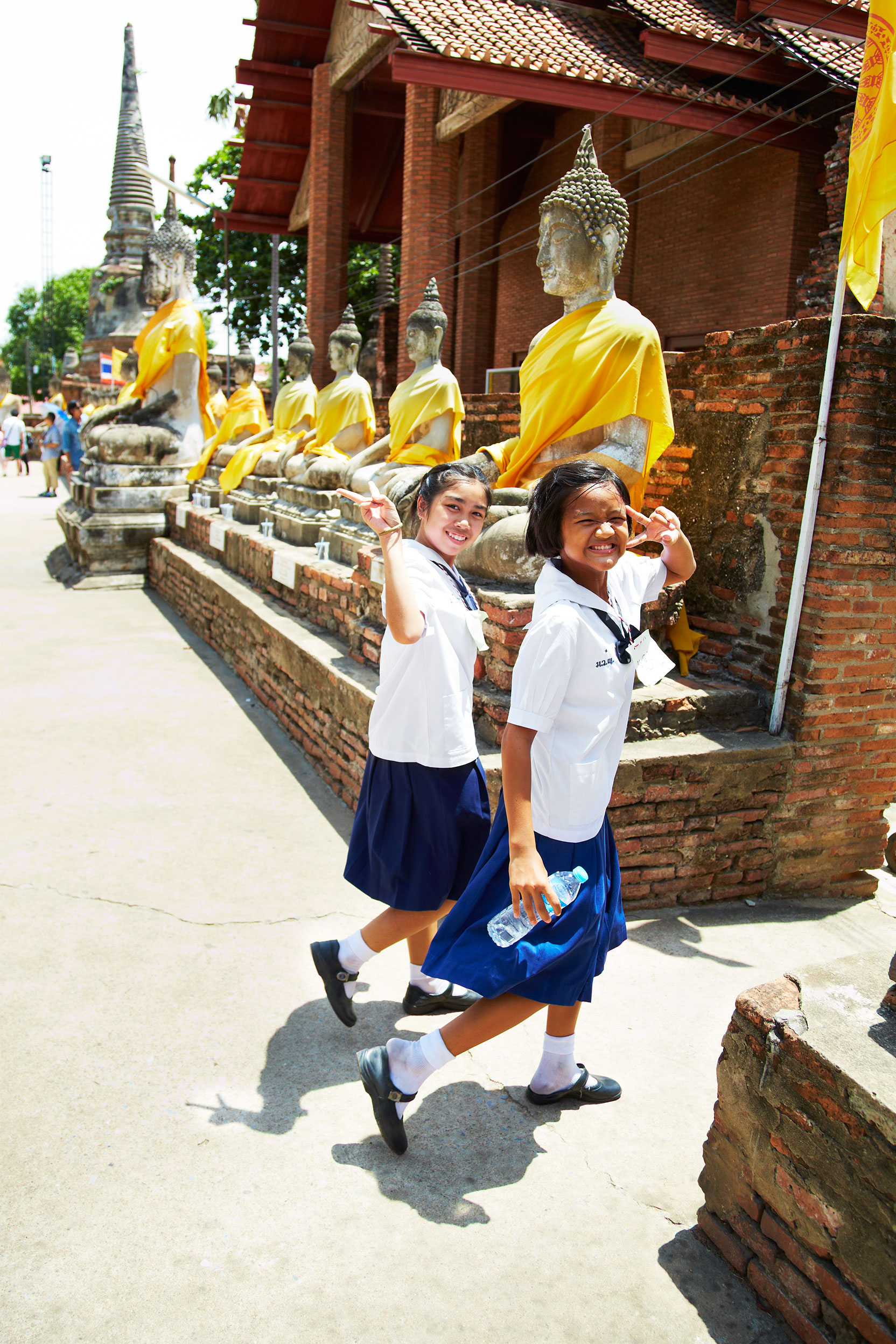 Bangkok_Thailand_School-Girls_Buddah_Temple