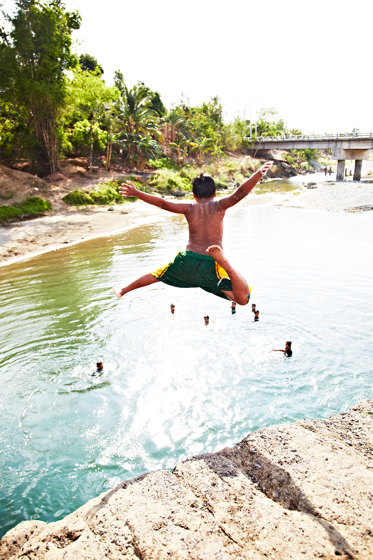 Diving_Kid_Philippines_River