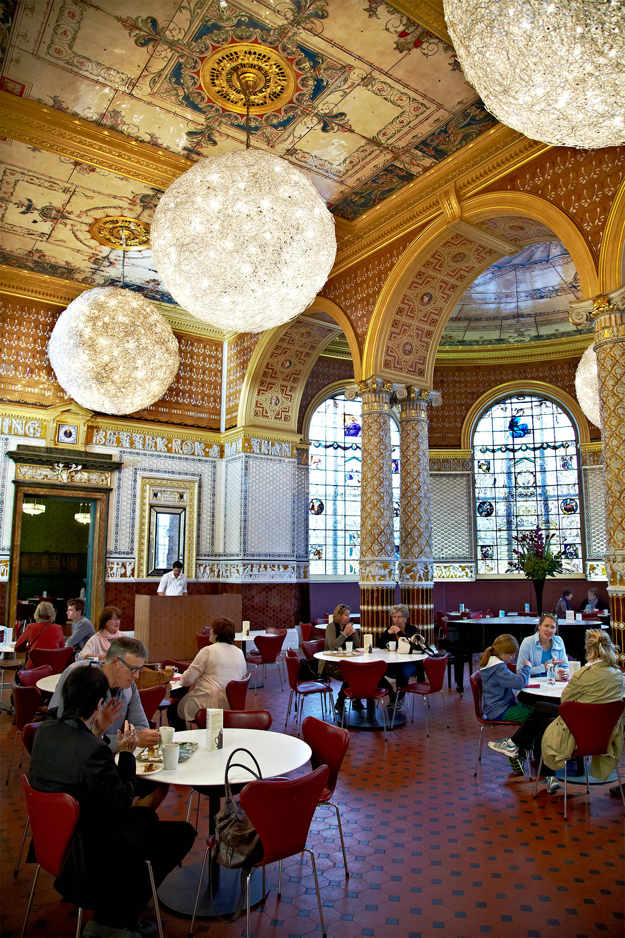 London_Victoria-and-albert_Restaurant