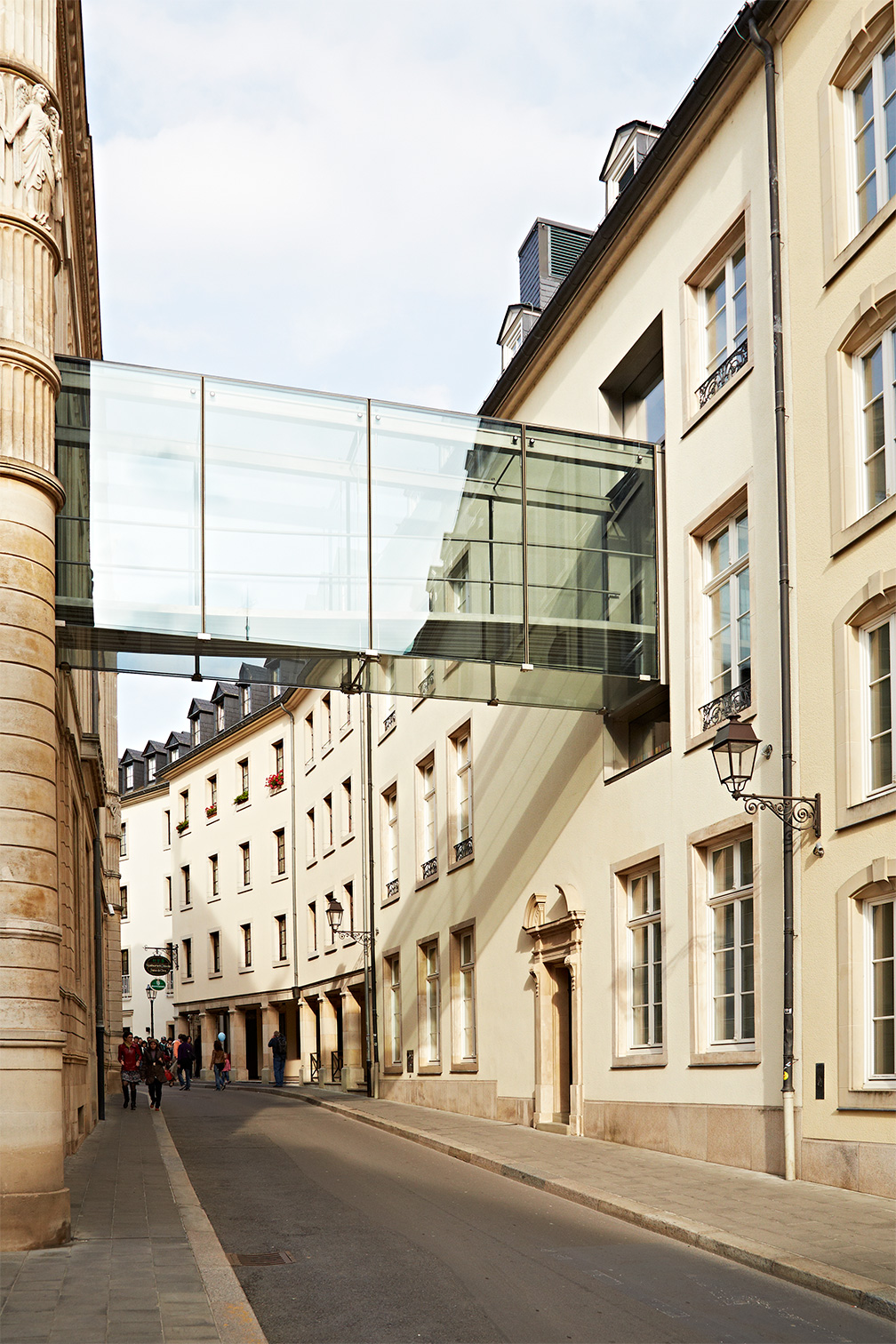 Luxombourg_Skybridge_Old-and-New-Building