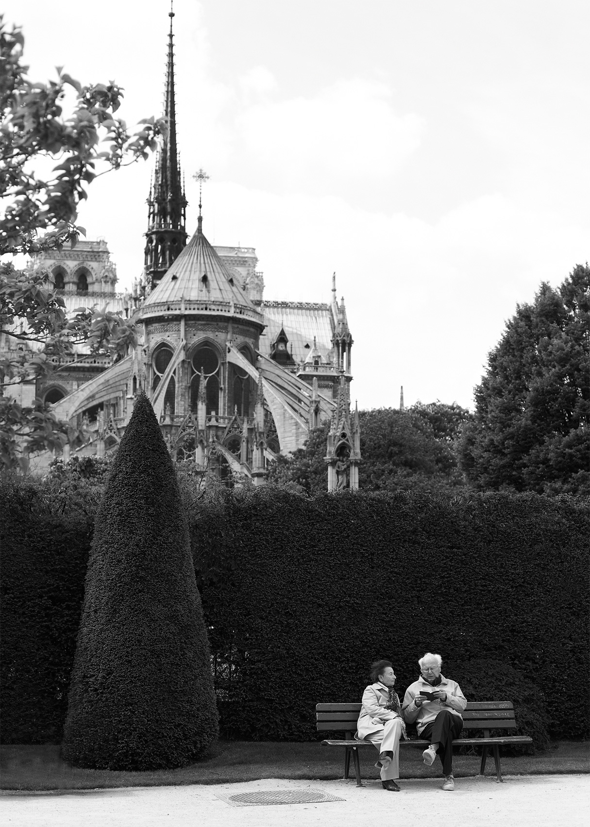 Paris_Notre-Dame_Old-Couple_Bench