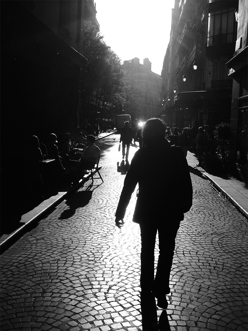 Paris_Silhouette_Woman_Walking