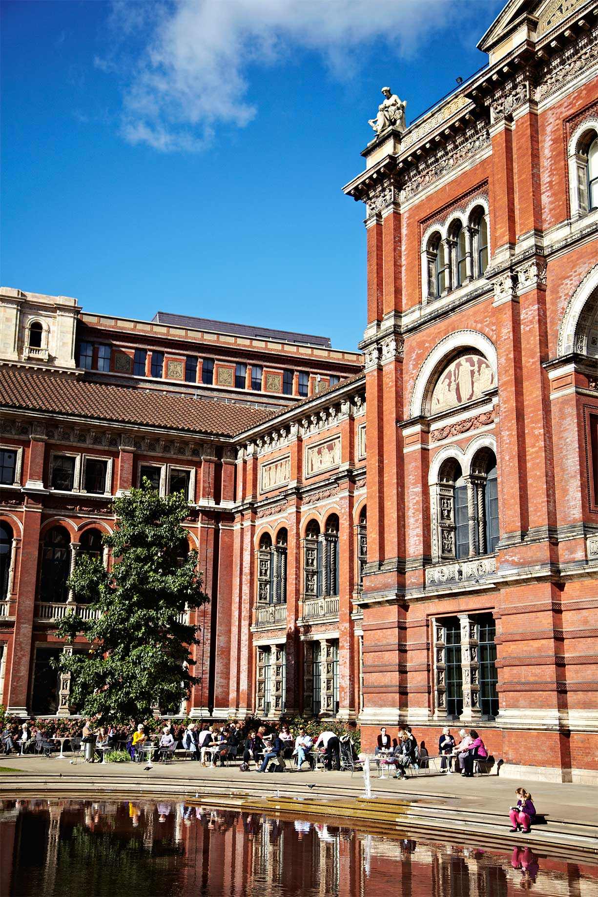 Victoria-and-albert_Museum_Restaurant_Brick-building_London